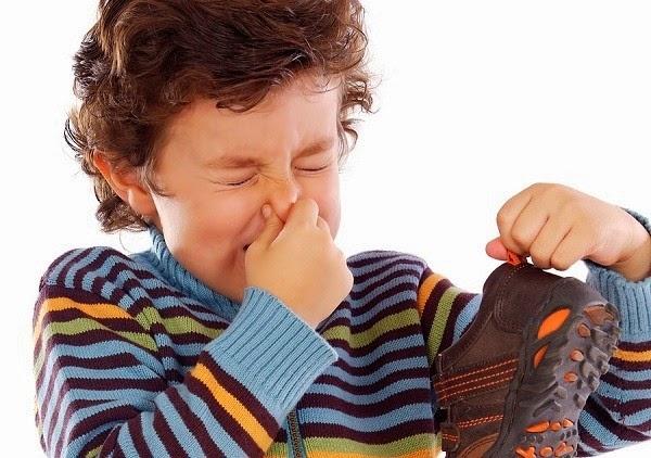 mẹo khử mùi hôi giày tại nhà